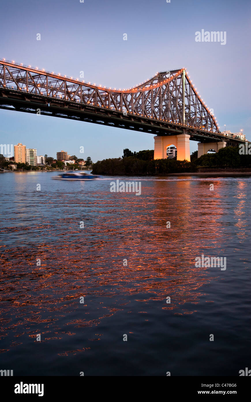 Story Bridge Brisbane at dusk - Stock Image