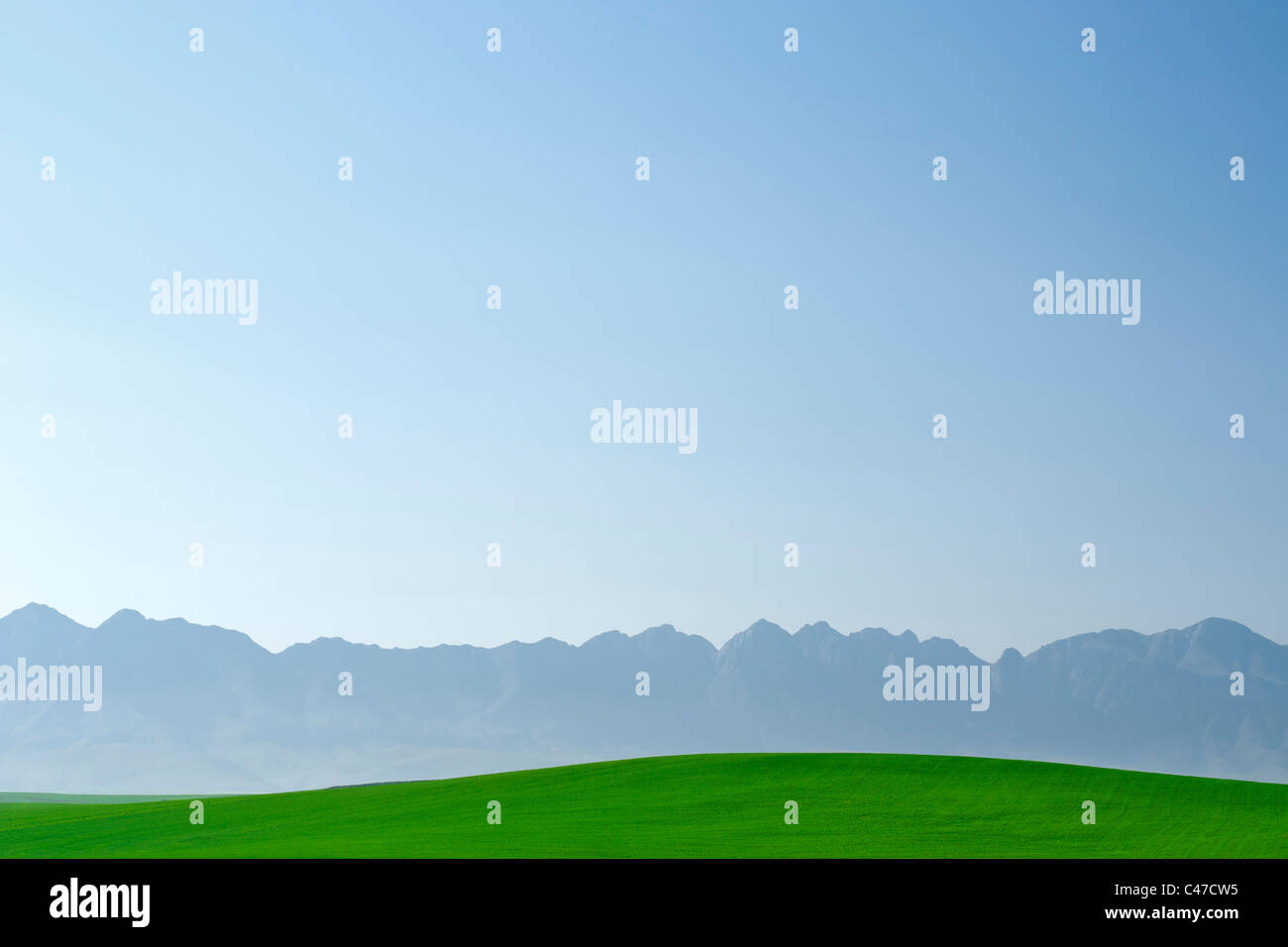 View of agricultural fields and the Langeberg mountain range from the N2 highway in South Africa's Western Cape - Stock Image