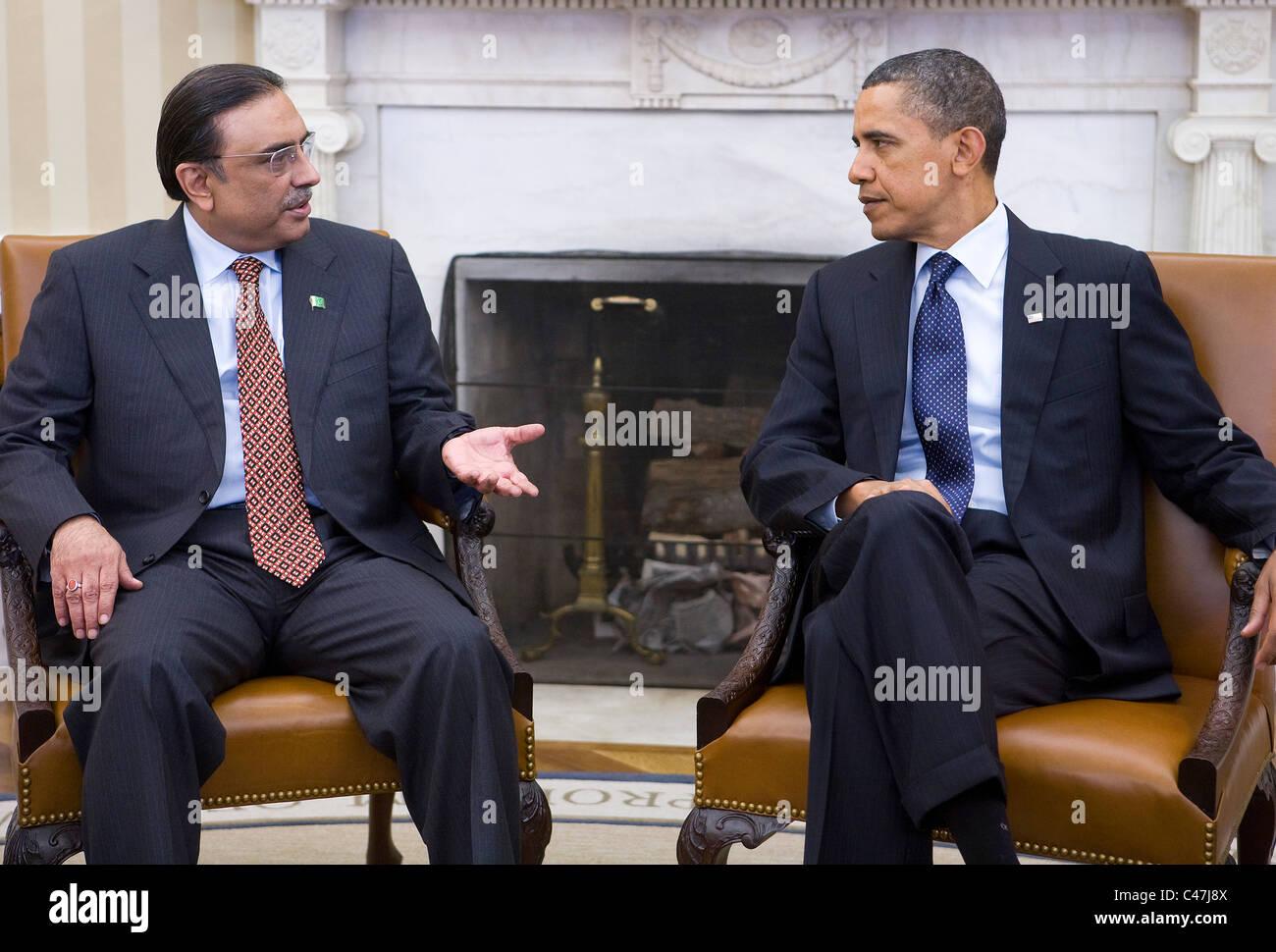 President Barack Obama meets with President Asif Ali Zardari of Pakistan. - Stock Image