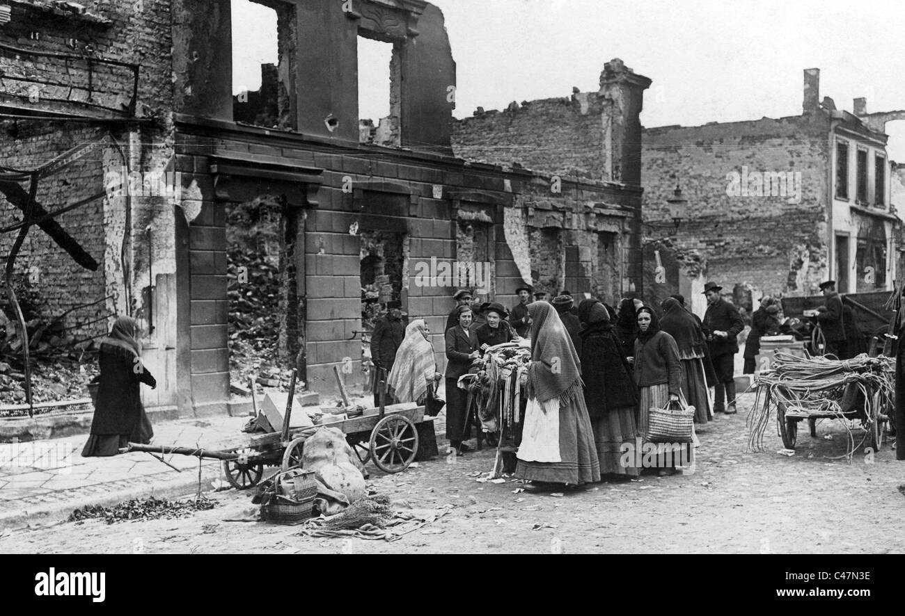 https://c8.alamy.com/comp/C47N3E/market-day-in-the-demolished-town-of-ortelsburg-szczytno-1914-C47N3E.jpg