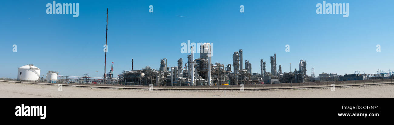 panorama shot of an oil refinery at the rotterdam harbor - Stock Image