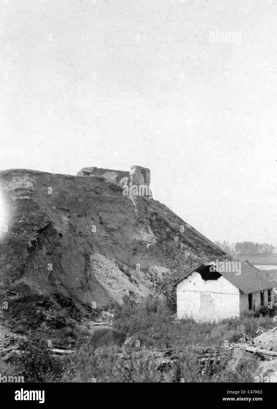 Destroyed house at the river Bzura near Sochaczew, 1915 - Stock Image
