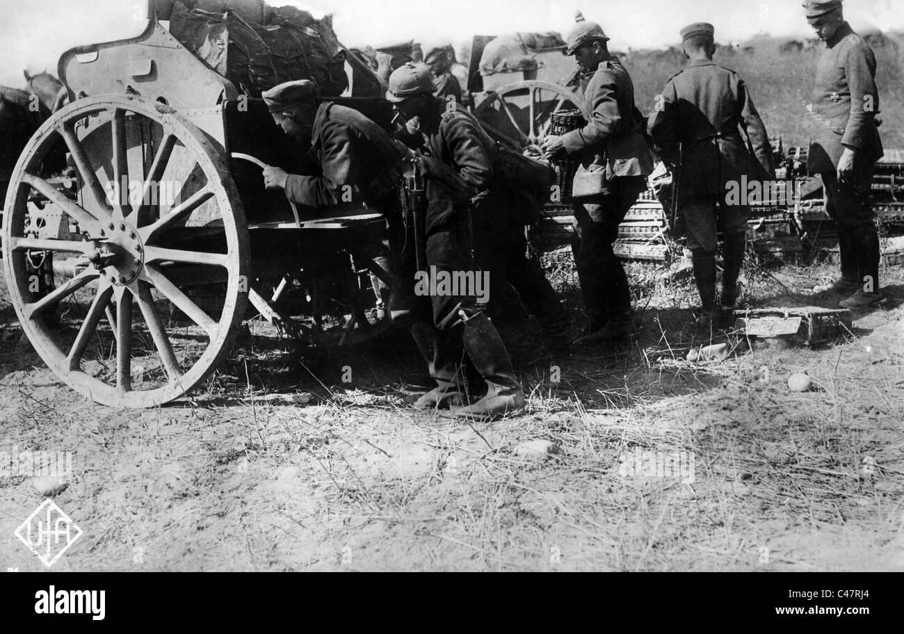 German soldiers charge a horse-drawn cart, 1914 - Stock Image