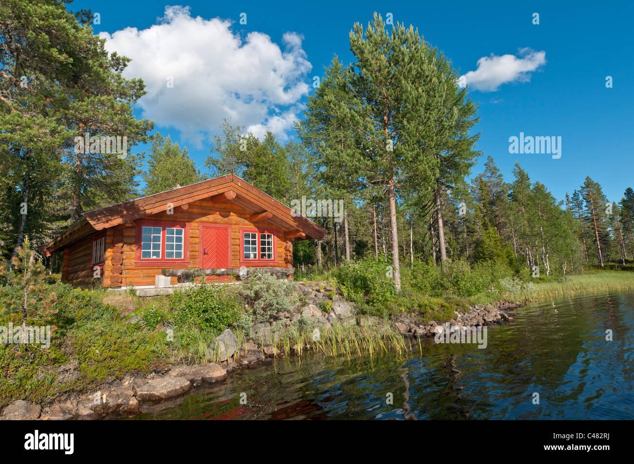 Blockhuette an einem Waldsee, Rena, Hedmark, Norwegen, Log cabin, Lake, Norway Stock Photo