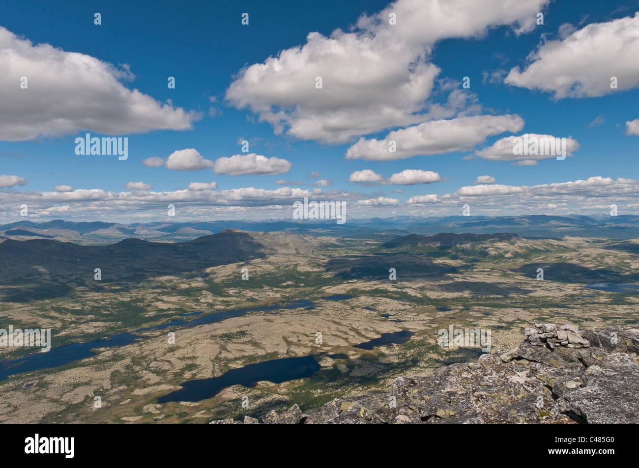 Blick ueber das Alvdal Vestfjell, Hedmark, zum Berg Snoehetta im Dovrefjell-Sunndalsfjella Nationalpark, Oppland, Stock Photo