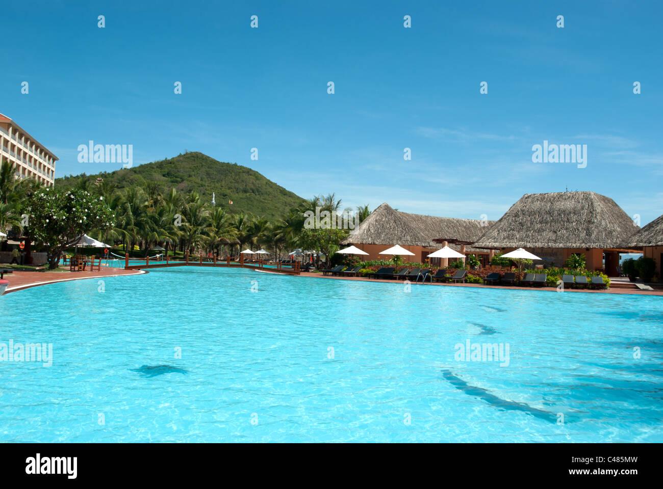 Swimming pool and straw hut at Vinpearl Nha Trang Vietnam - Stock Image
