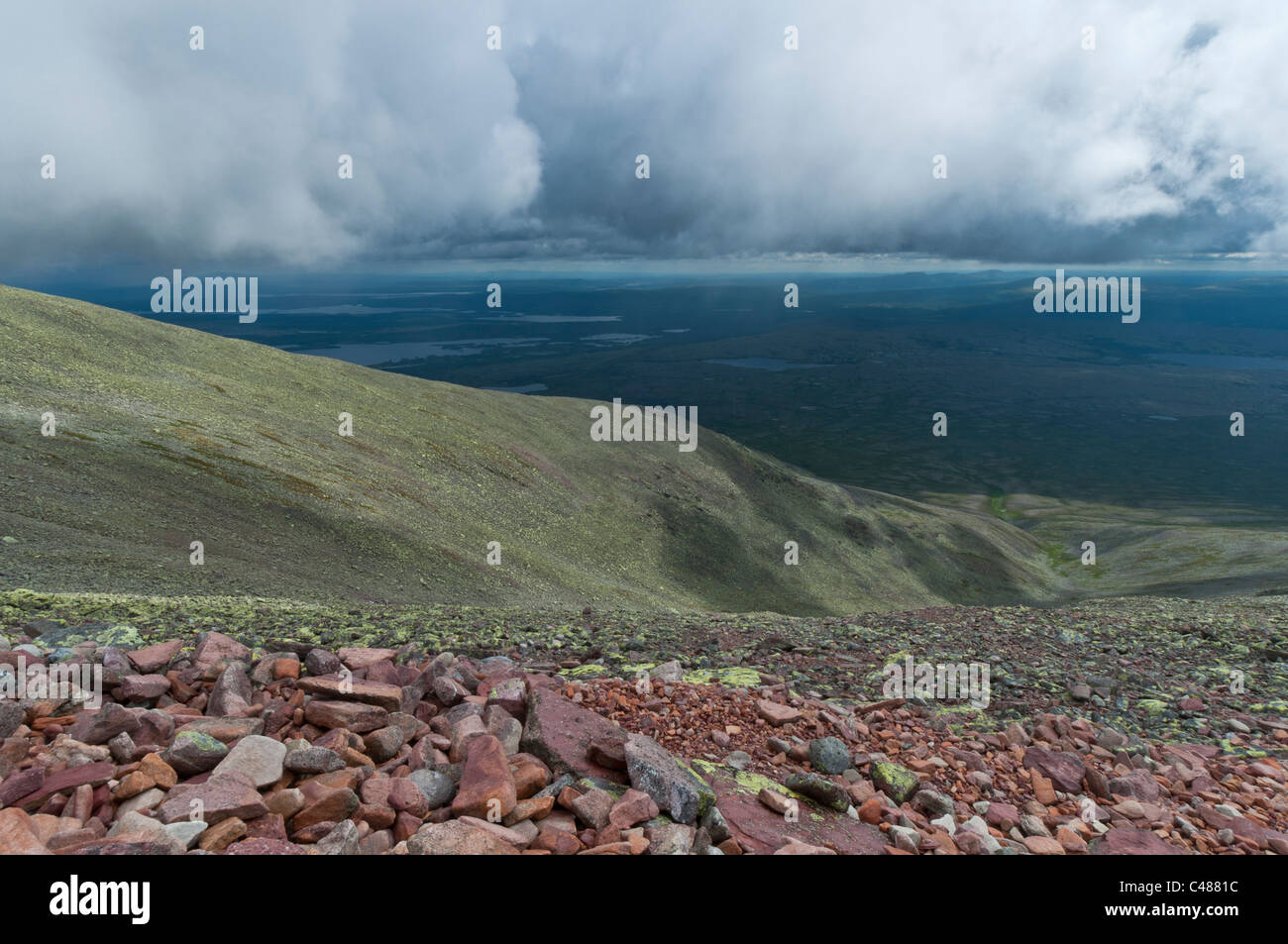 Blick vom Berg Rendalssoelen, Rendalen, zu den Seen Isteren und Femunden in der Ferne, Hedmark, Norwegen - Stock Image