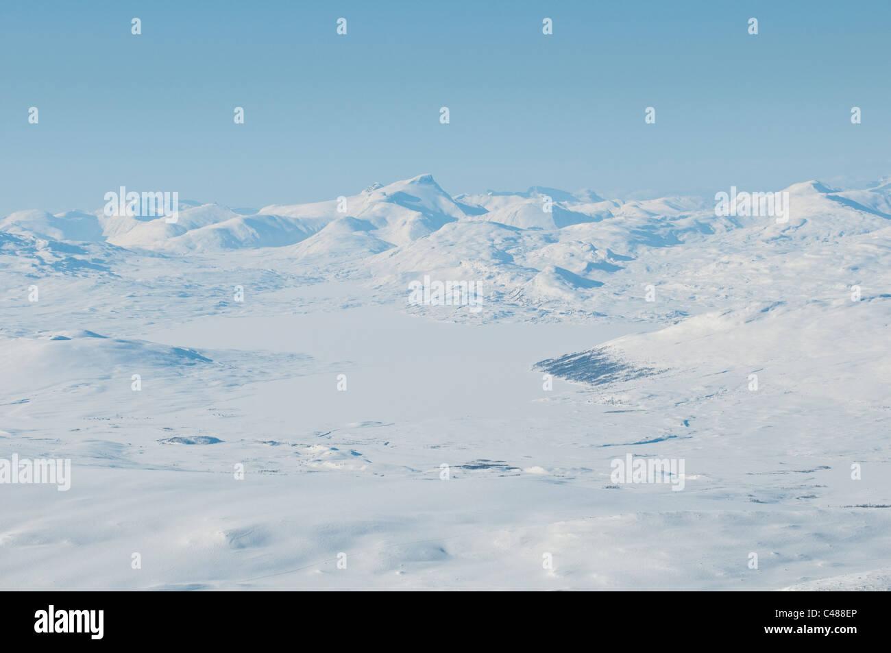 Blick zum zugefrorenen See Sallohaure, Gipfel, Padjelanta Nationalpark, Welterbe Laponia, Norrbotten, Lappland, - Stock Image