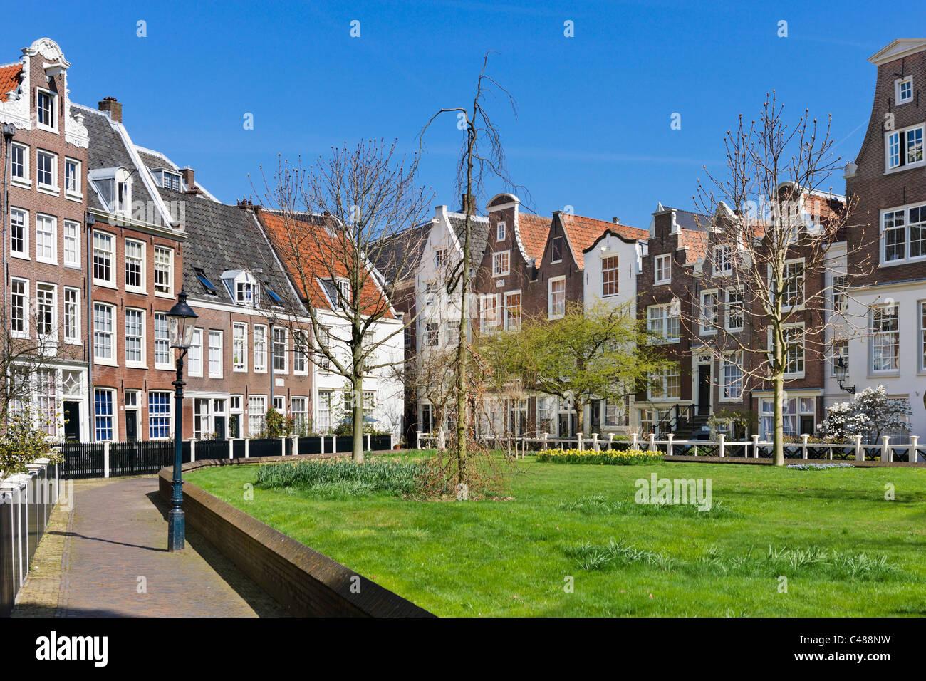 Historic houses in the Begijnhof, Amsterdam, Netherlands - Stock Image