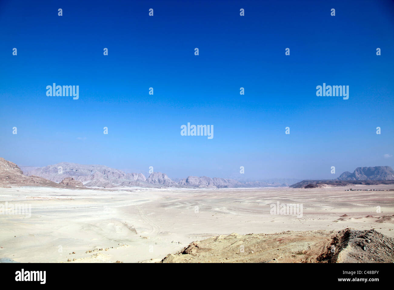 Mountains and sand in the Sinai Desert, South Sinai Peninsula, Egypt - Stock Image