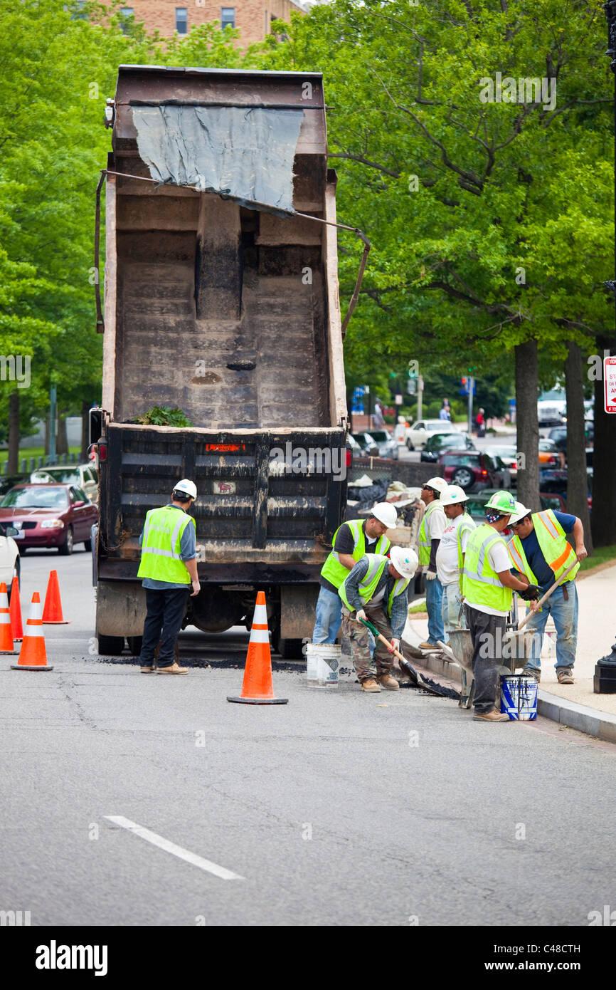 Road crew repairing a road in Washington DC - Stock Image