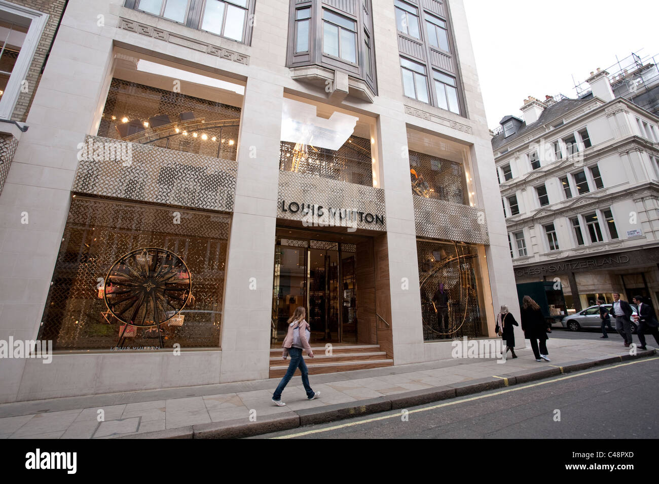 Louis Vuitton flagship store in Bond Street, Central London UK. Photo:Jeff Gilbert - Stock Image