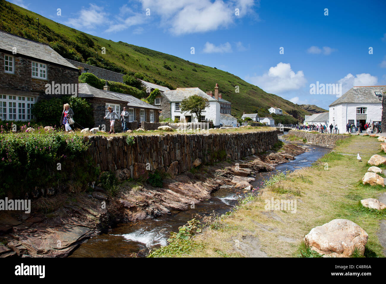 Mill Leat flowing beneath cottages in Boscastle, Cornwall - Stock Image