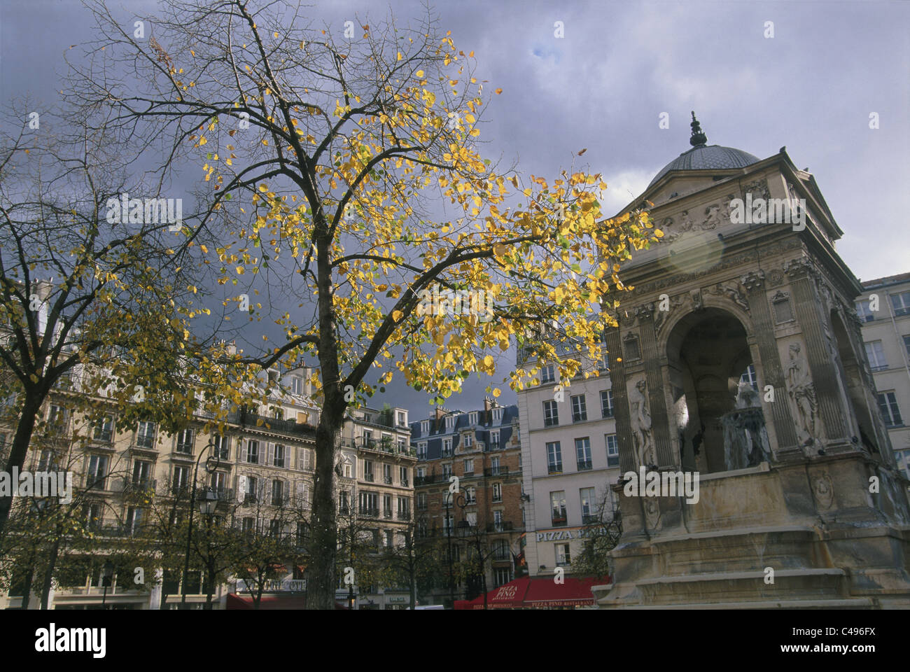 Photograph of an old building in Paris - Stock Image