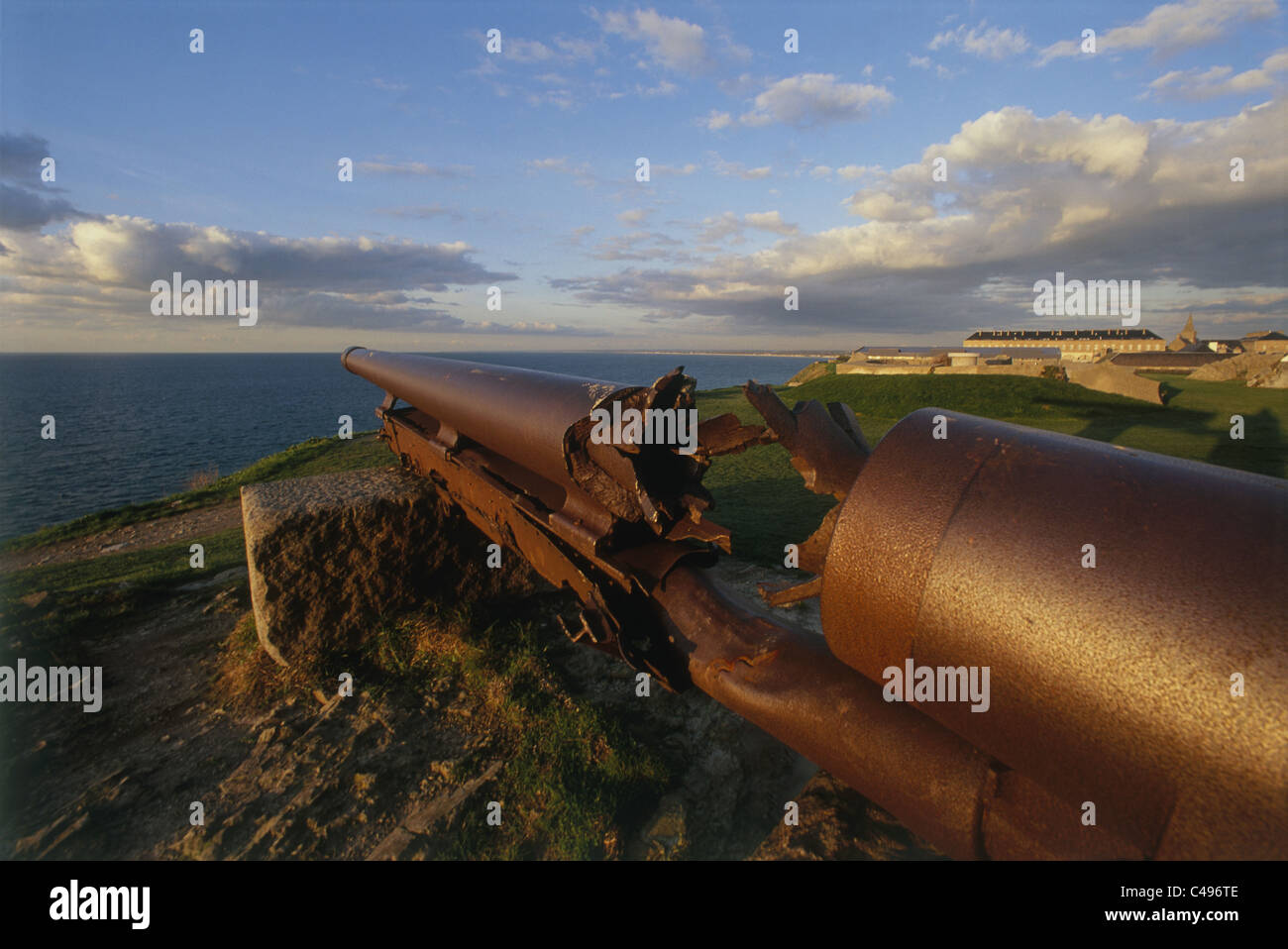 Photograph of an old world war 2 Cannon on the cliffs of Normandy - Stock Image