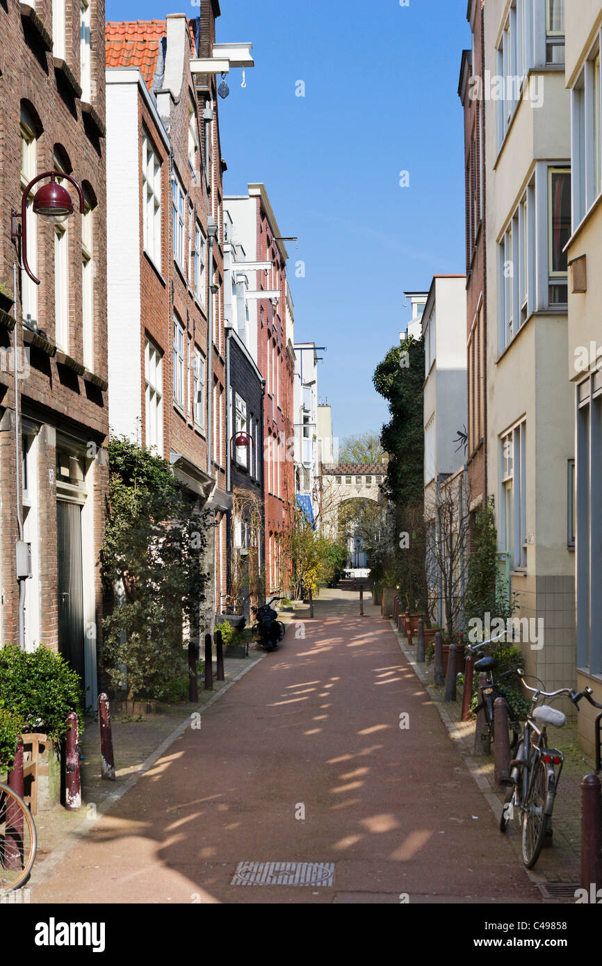 Verversstraat, a picturesque street near Waterlooplein in the city centre, Amsterdam, Netherlands - Stock Image