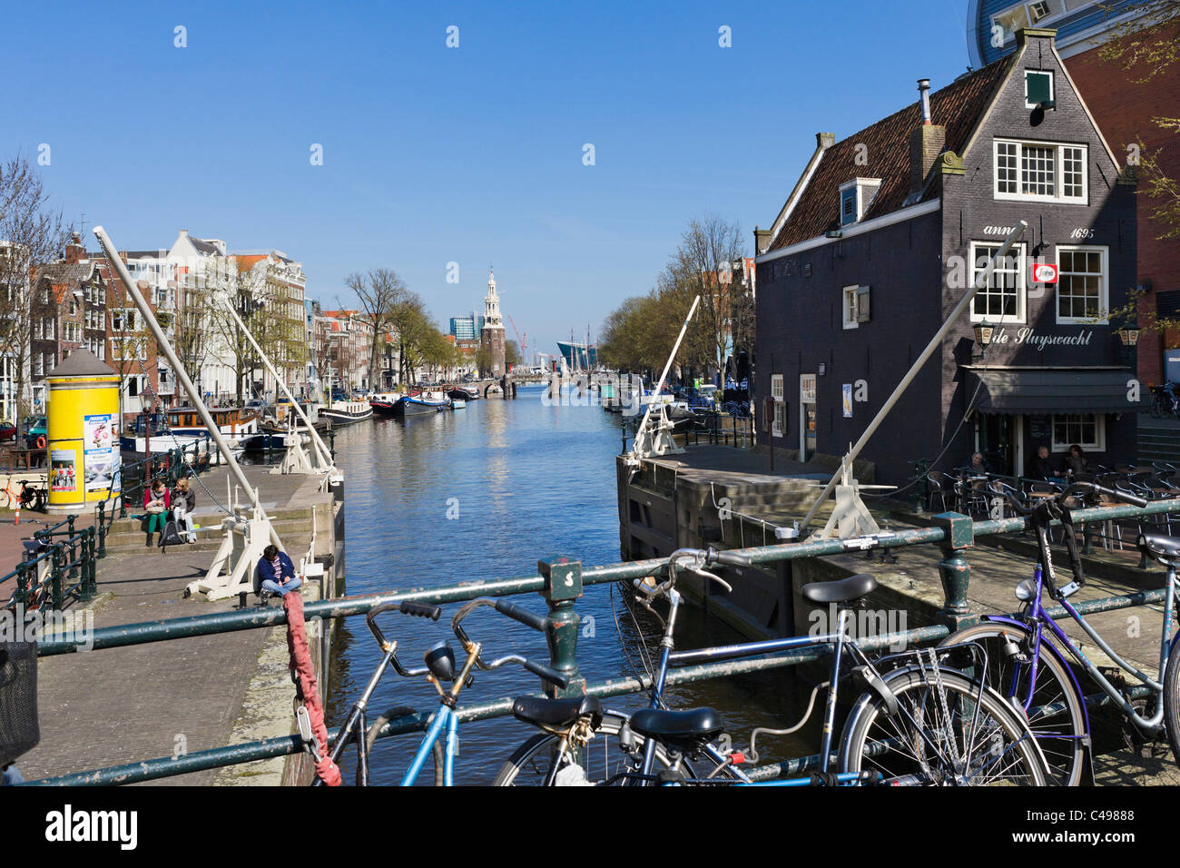 De Sluyswacht waterfront cafe on Jodenbreestraat in the city centre, Amsterdam, Netherlands - Stock Image