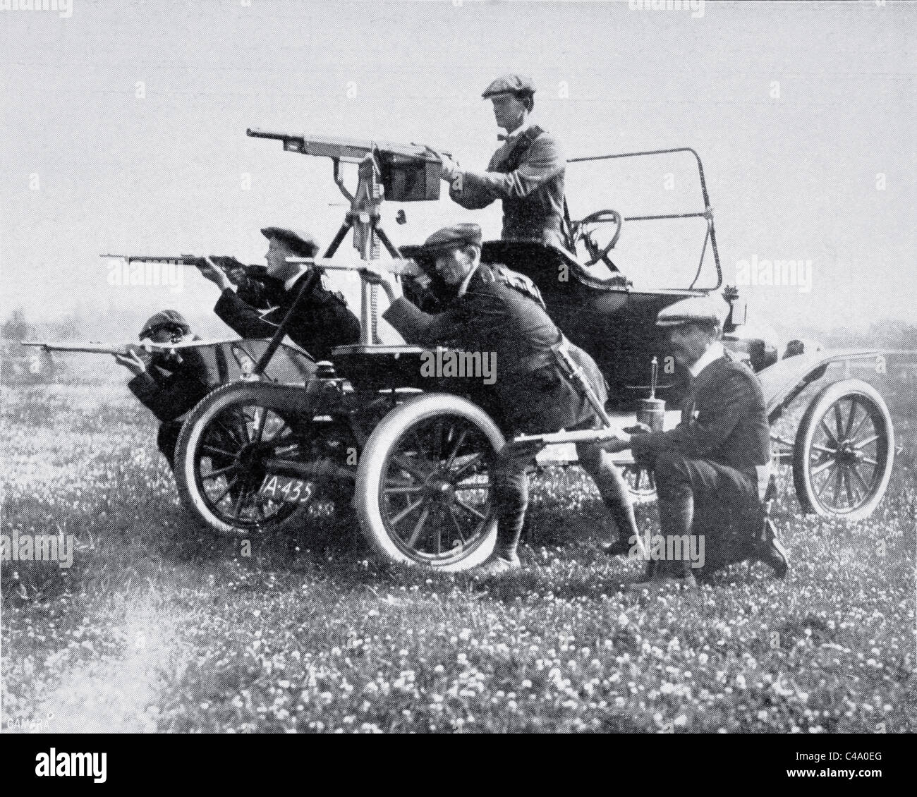 Members of the Ulster Volunteer Force with mobile machine gun, photographed in 1914 during the Home Rule Crisis. - Stock Image