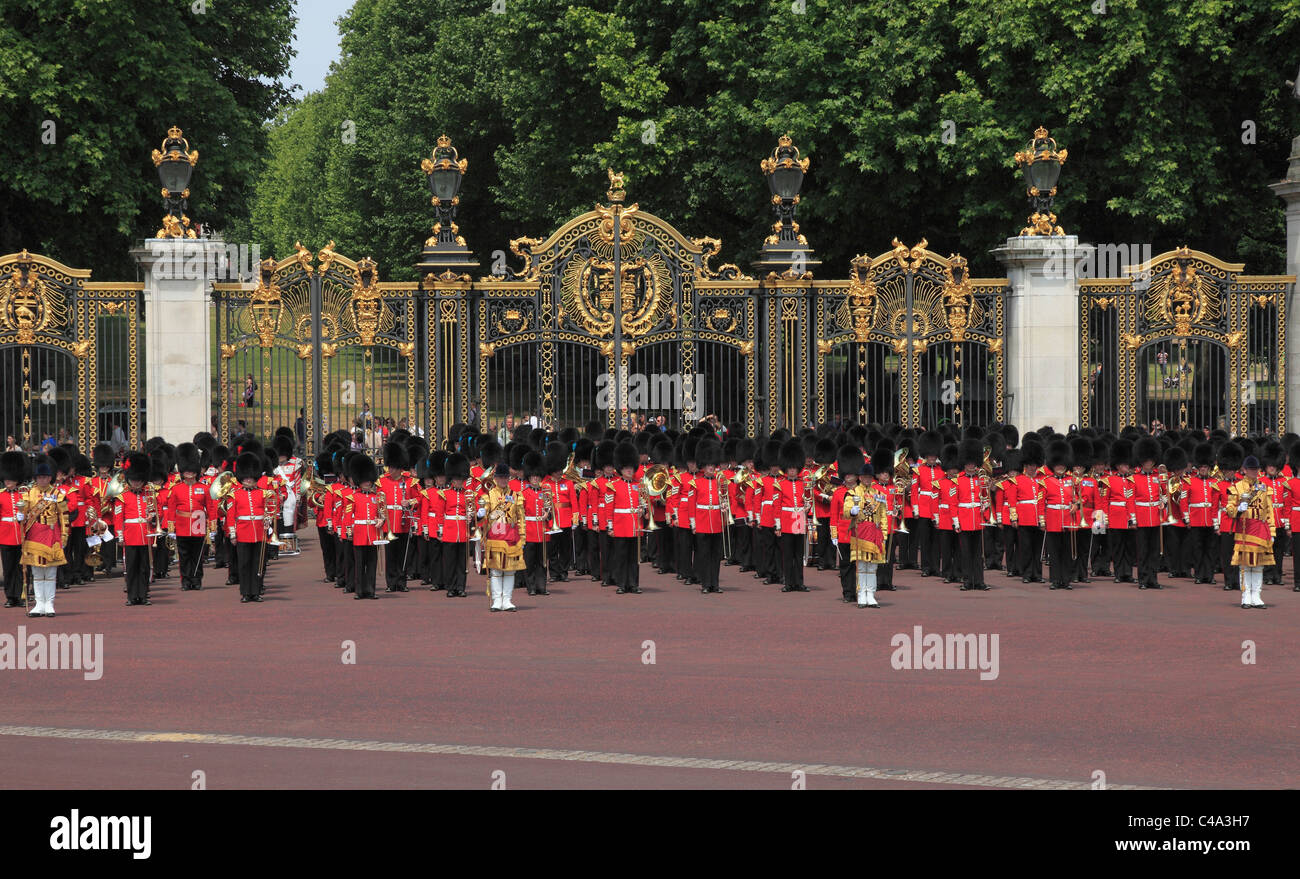 Grenadier Guards at Canada Gate Buckingham Palace - Stock Image
