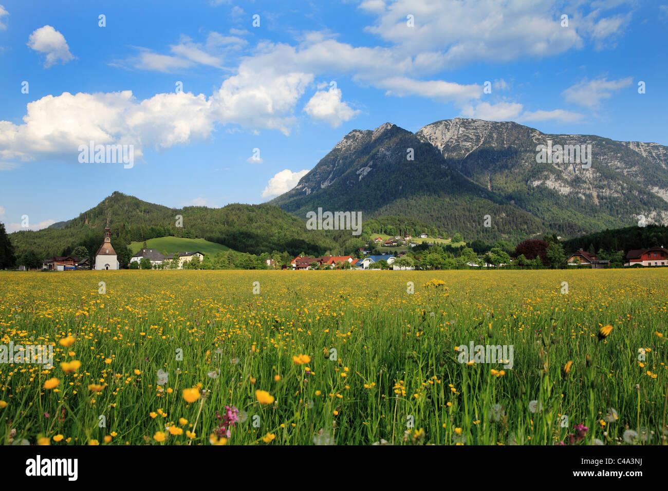 The church of St Agatha at the village of the same name near Bad Goisern in Austria. Hoher Sarstein mountain lies - Stock Image