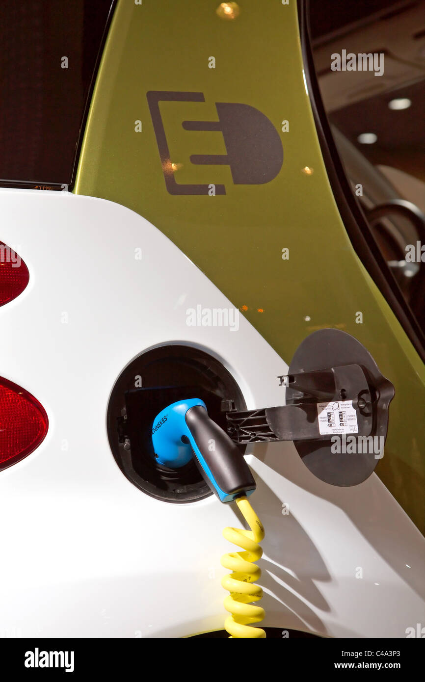 Mercedes Smart Fortwo electric drive battery charger leads or charging cable and plug - Stock Image