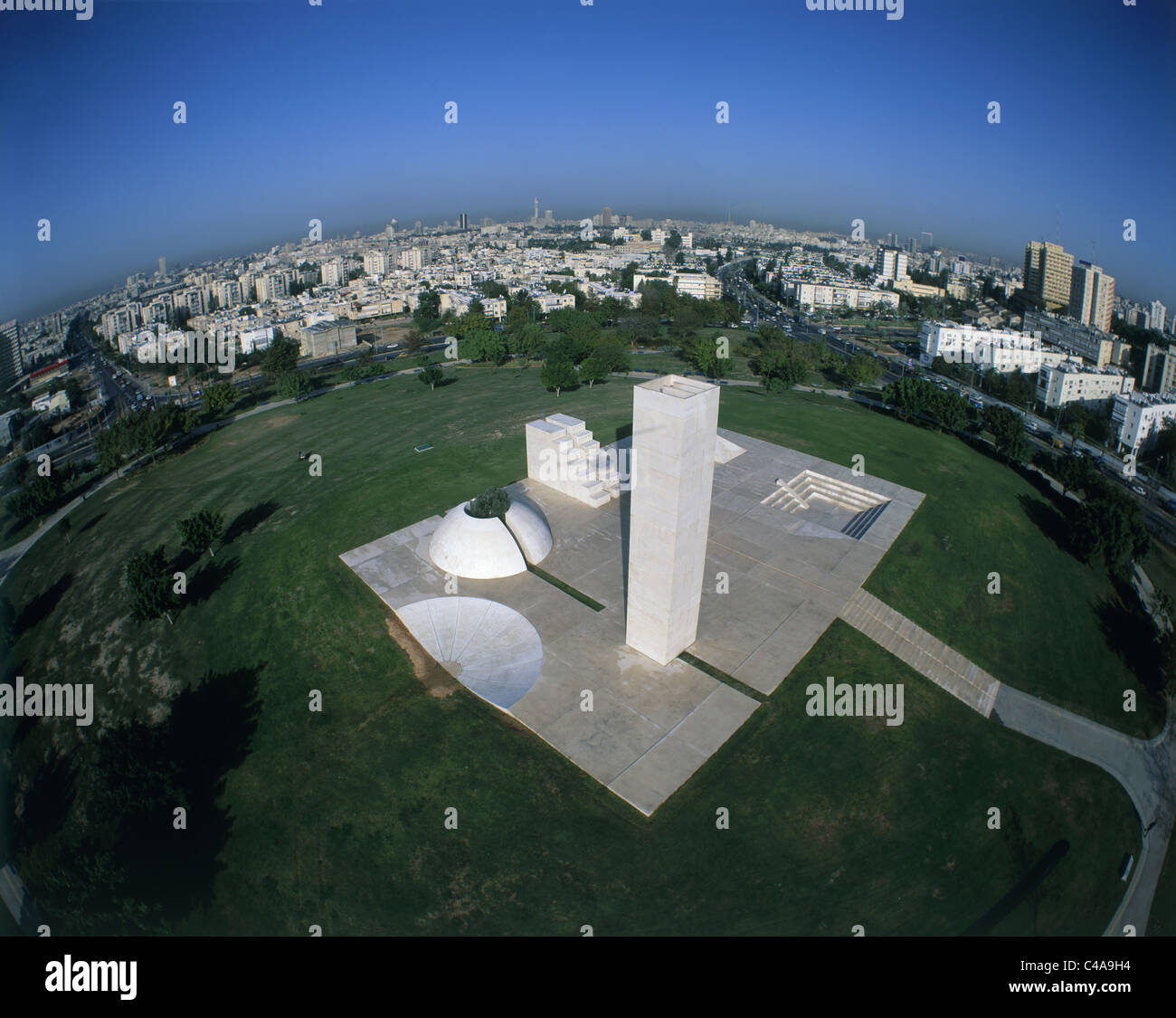 Aerial view of a statue in the Edith Wolfson Park in Tel Aviv - Stock Image