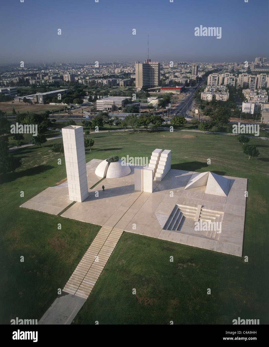 Aerial photograph of a statue in the Edith Wolfson Park in Tel Aviv - Stock Image