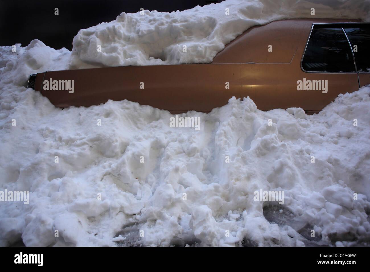 snowed in car - Stock Image