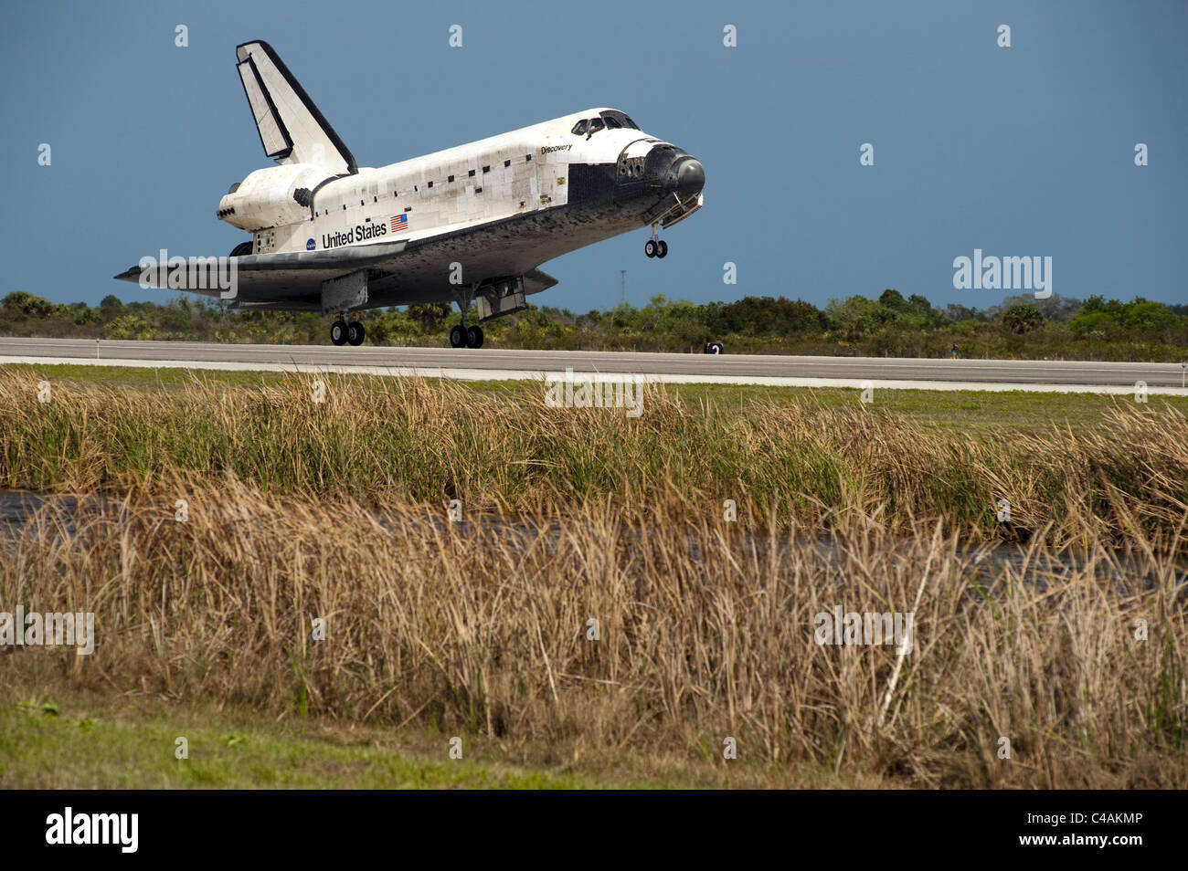 Space shuttle Discovery lands at NASA's Kennedy Space Center on March 9, 2011, its final flight. - Stock Image