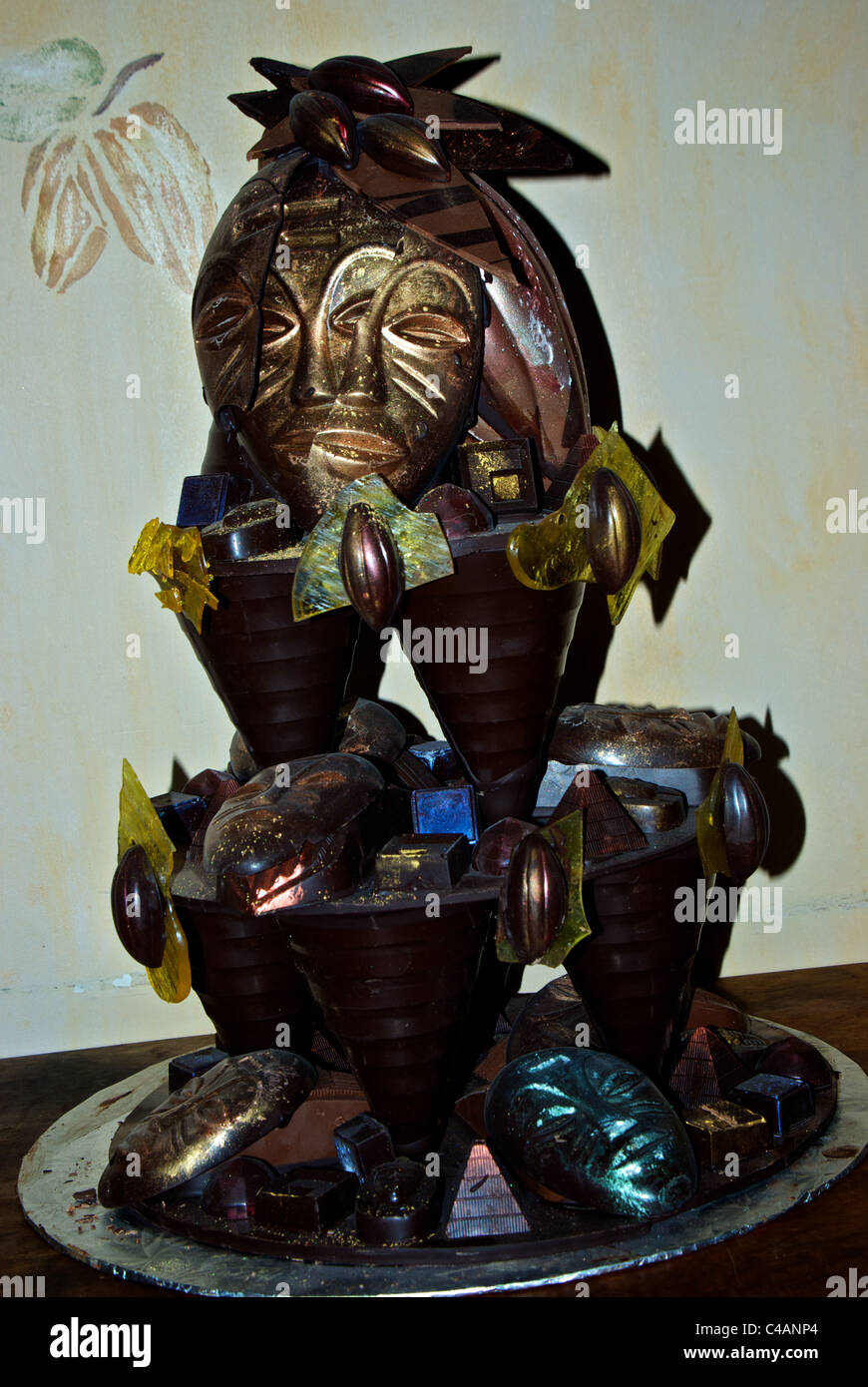 Elaborate multi-layer dark chocolate sculpture in St. Roch district Quebec City 'Champagne Chocolatier' - Stock Image