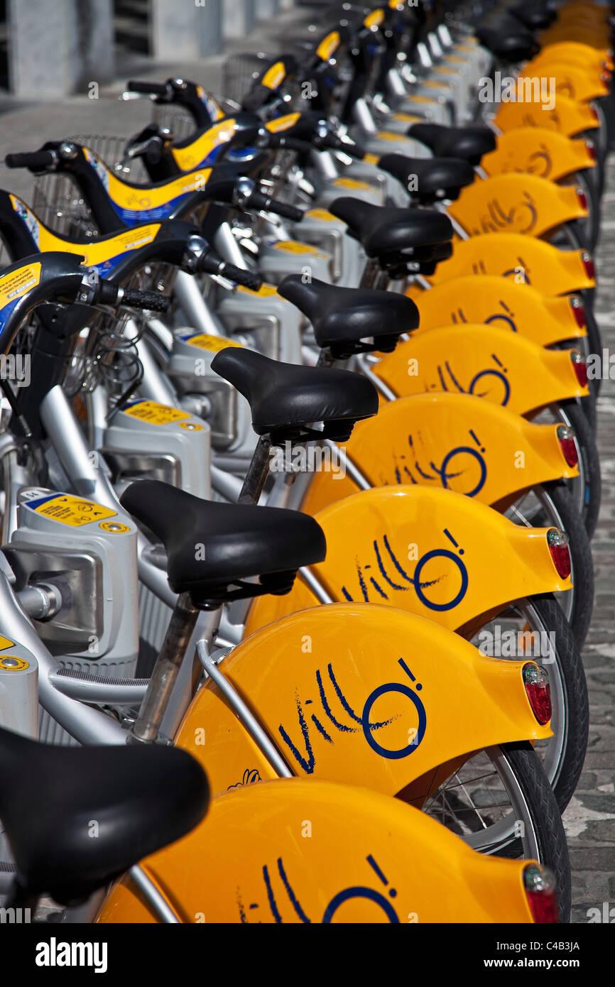 Community bicycle stand in Saint-Josse-ten-Noode, Brussels, Belgium. - Stock Image
