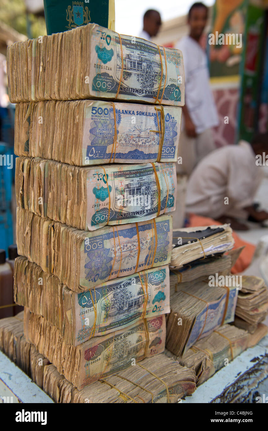 Money changers in the market, Hargeisa, Somaliland, Somalia - Stock Image