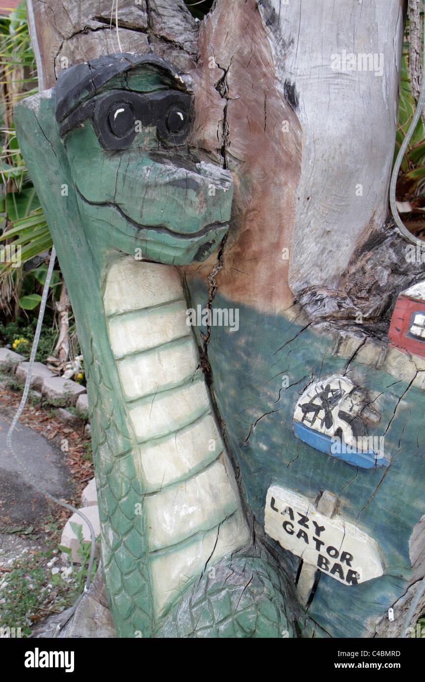 Orlando Florida Oviedo Lake Jesup Black Hammock Adventures tree stump carving art alligator Lazy Gator Bar - Stock Image