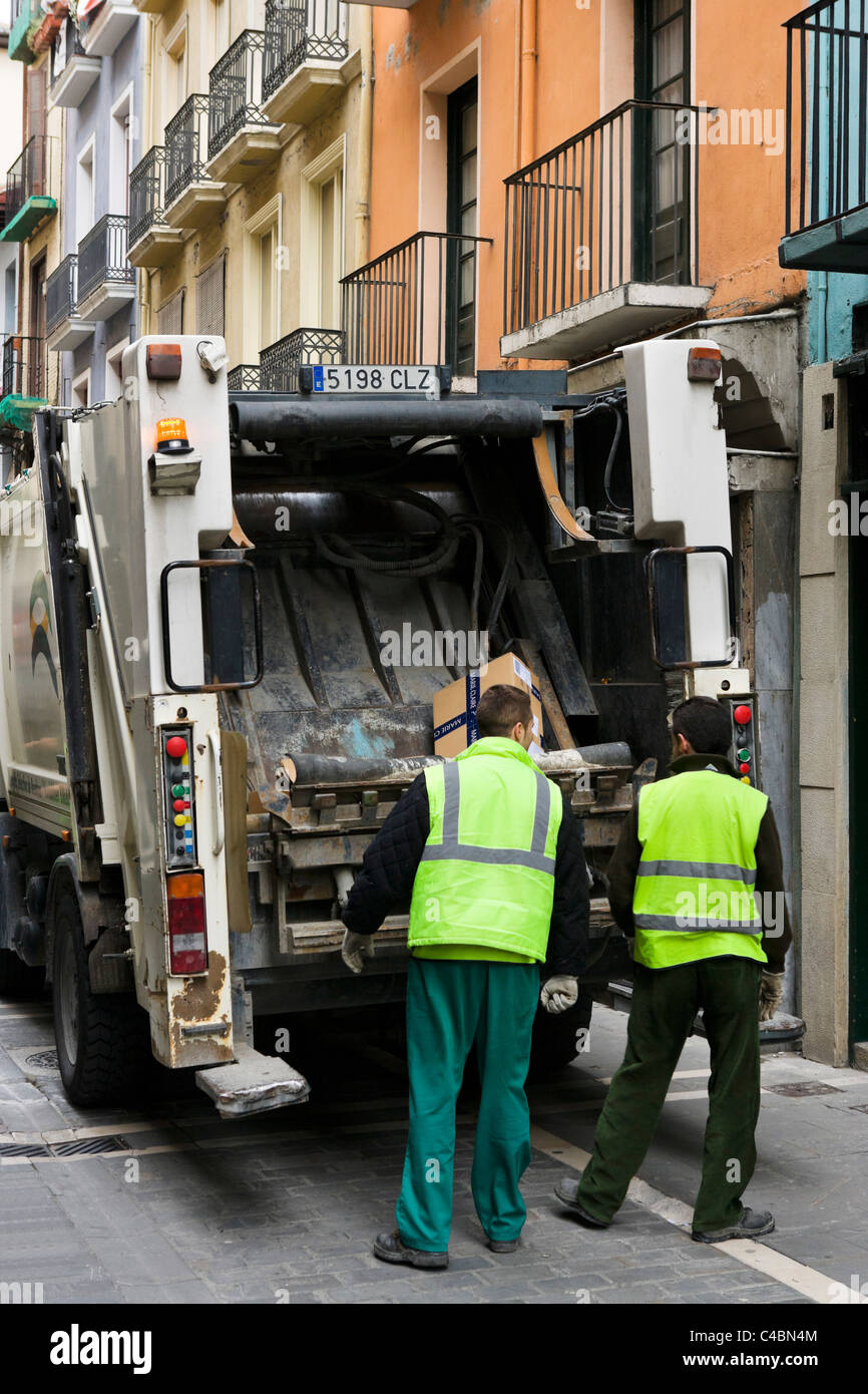 Garbage truck and garbage collectors in the historic Old Town (Casco Viejo), Pamplona, Navarre, Spain - Stock Image