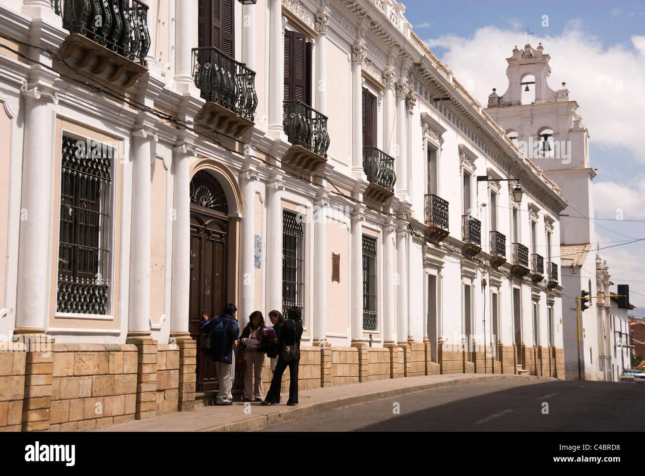 Sucre, Universidad Andina Simon Bolivar, university buildings with students - Stock Image