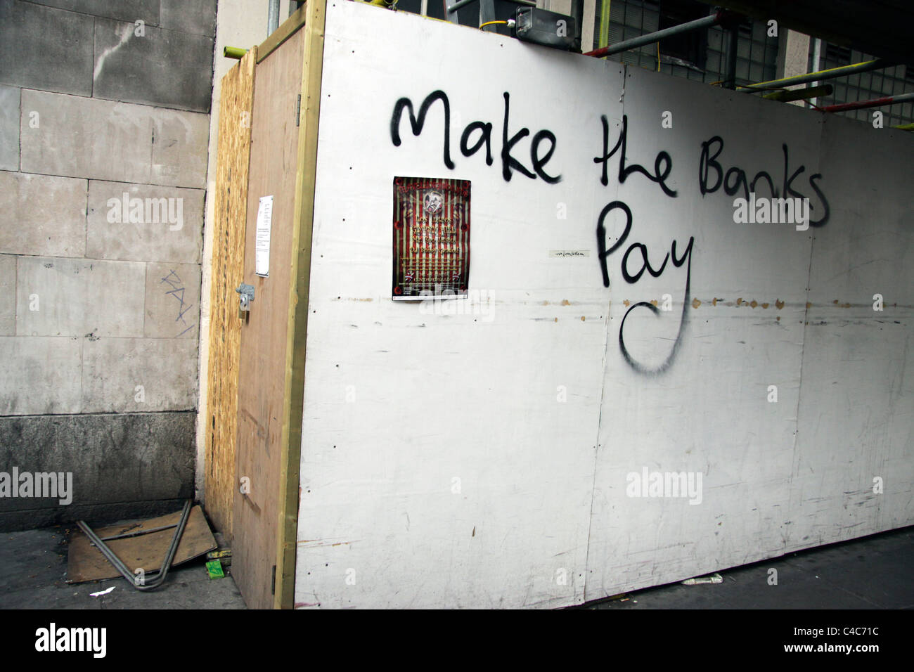 Anti-capitalist graffiti in London demanding the banks pay for the large national deficit - Stock Image