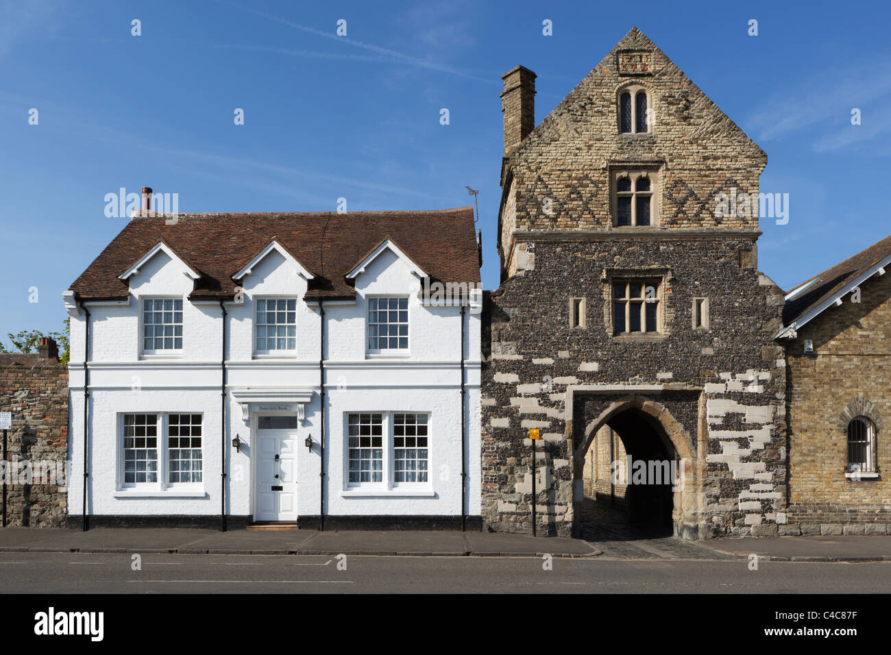 Fisher Gate, built around 1384, and Fisher Gate Cottage - Stock Image