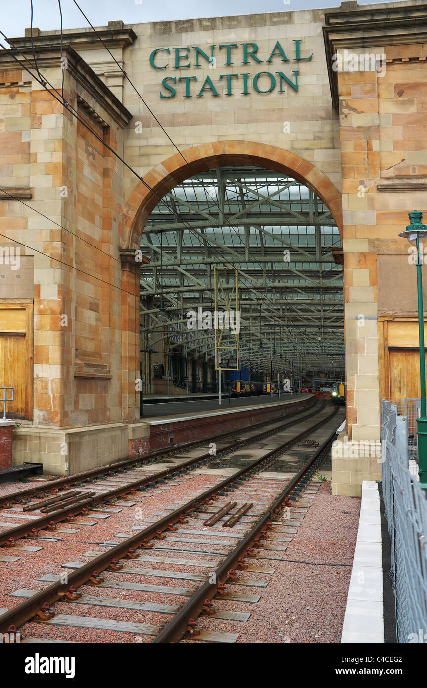 Access arch into Glasgow Central railway station, Glasgow, Scotland, UK, Great Britain Stock Photo