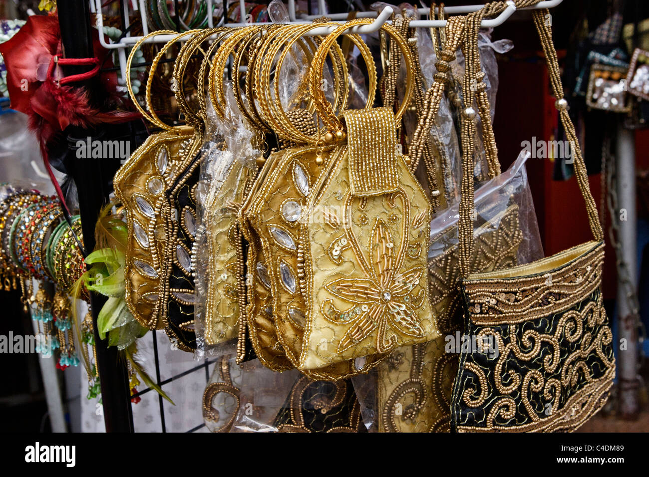 Ladies Handbags On Sale In Chinatown Market On Pagoda Street Stock