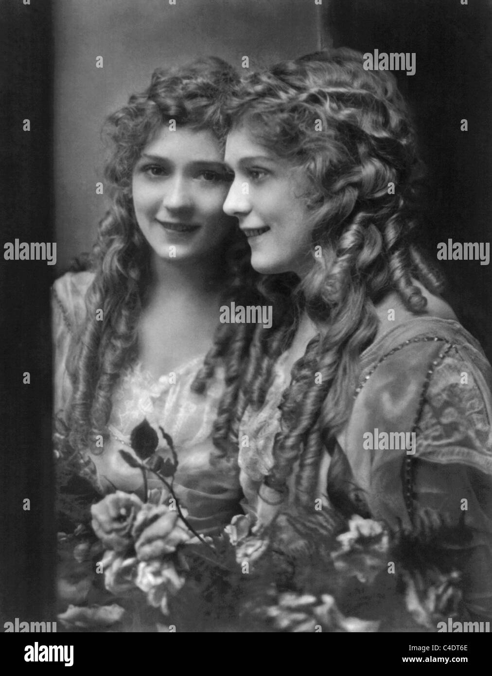 Vintage portrait photo circa 1914 of Canadian-born film actress Mary Pickford (1892 - 1979) standing next to a mirror. - Stock Image
