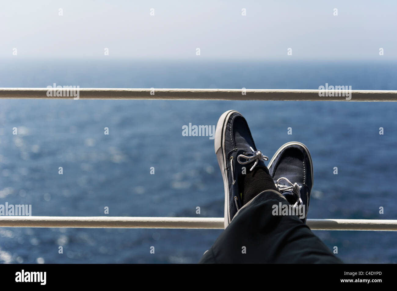 Relaxing on the upper deck on the Queen Mary 2 during transatlantic crossing to New York. - Stock Image