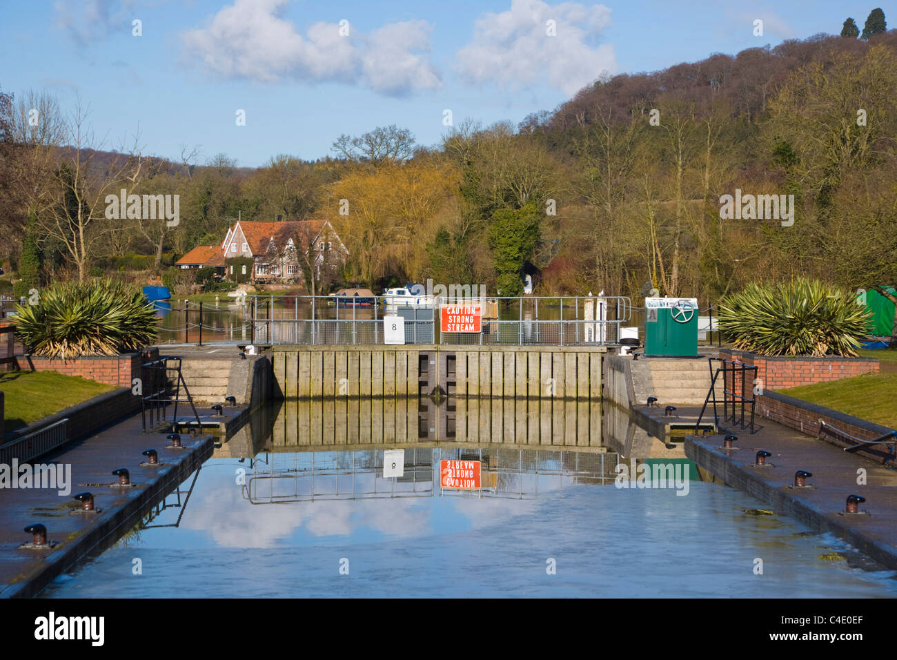 Hambleden Lock downstream of Henley-on-Thames, Oxfordshire, England, UK - Stock Image