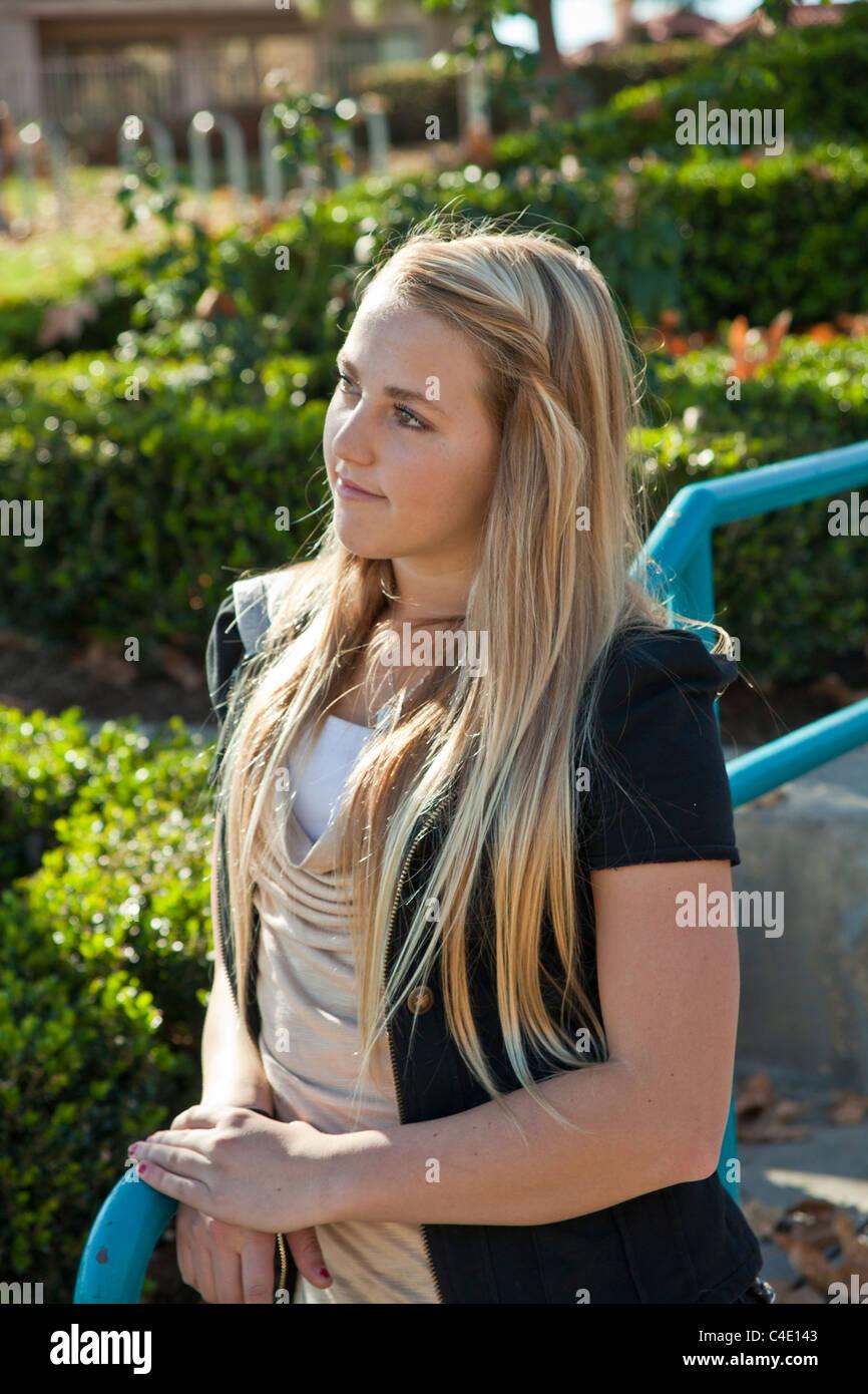 Ellie stickam strip
