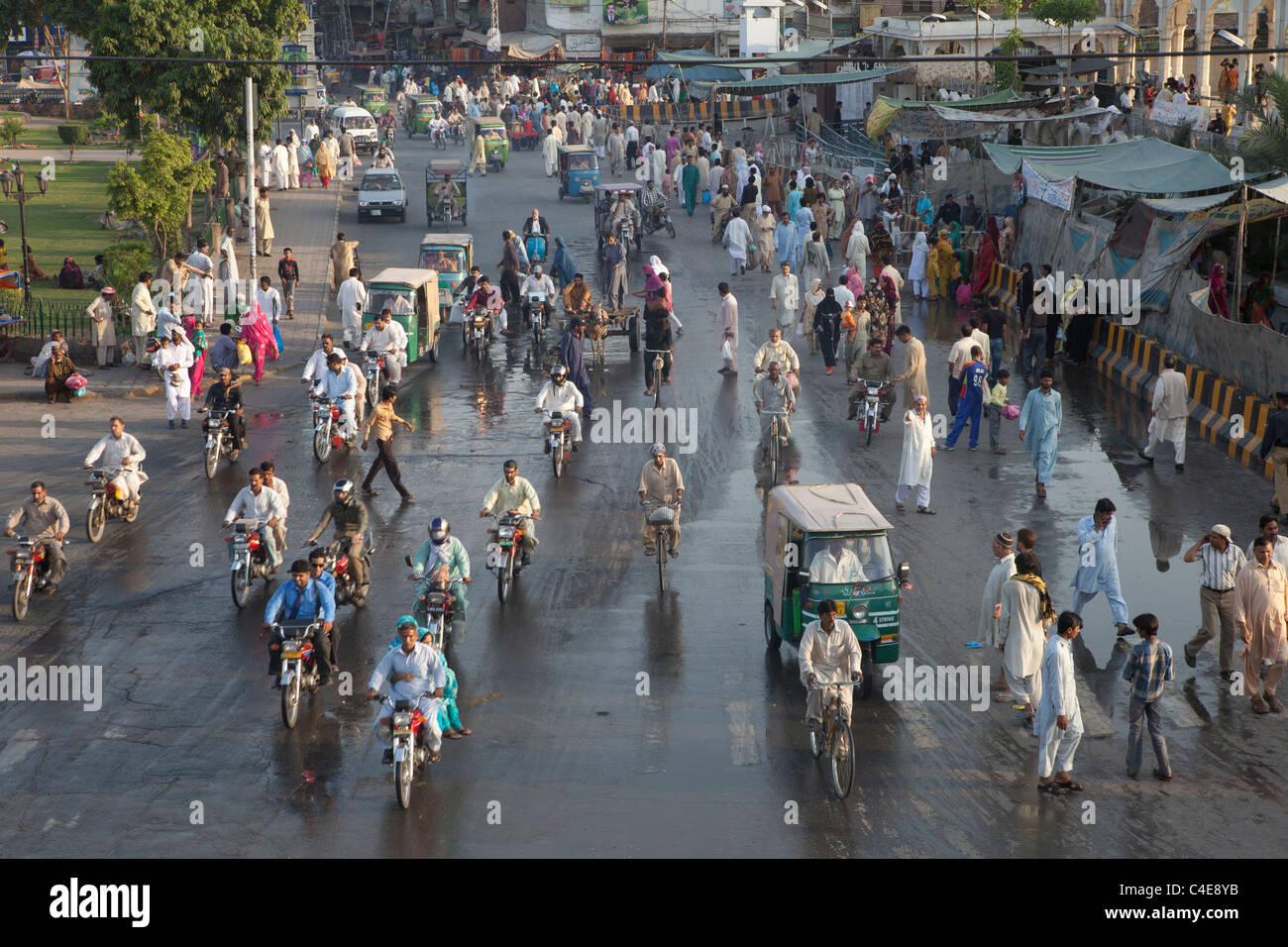 traffic in lahore, Pakistan - Stock Image
