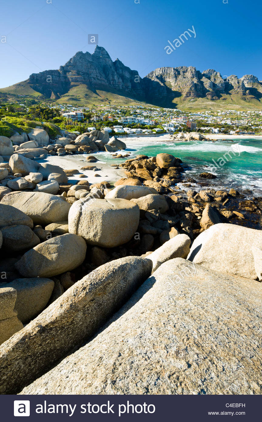 Camps Bay with Table mountain behind, Cape Town, South Africa. - Stock Image