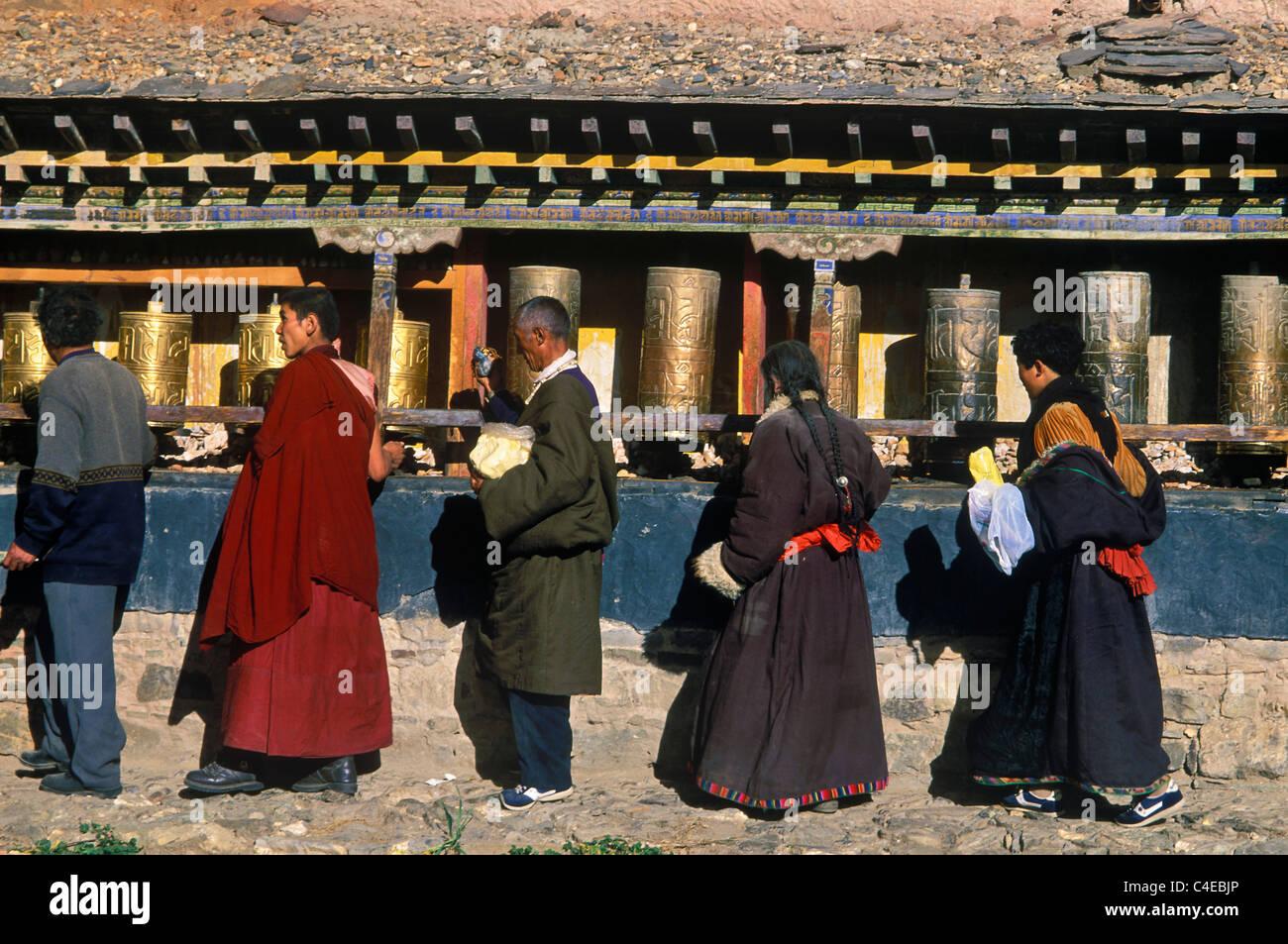 People circumambulating at the Kumbum  chorten at Gyantse, Tibet China - Stock Image