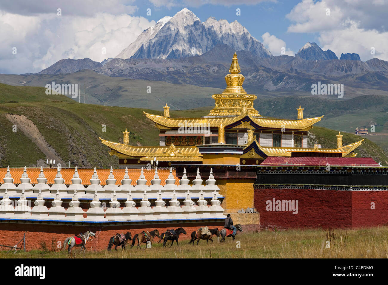 Mu Ya Golden Temple at Tagong grassland, near Bamei, Sichuan, China. - Stock Image