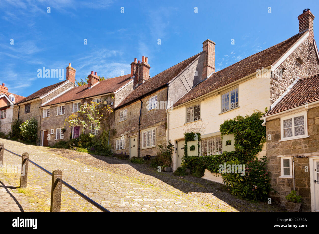 Traditional English houses on Gold Hill, Shaftesbury, Dorset, England, UK - viewed from bottom of street - Stock Image