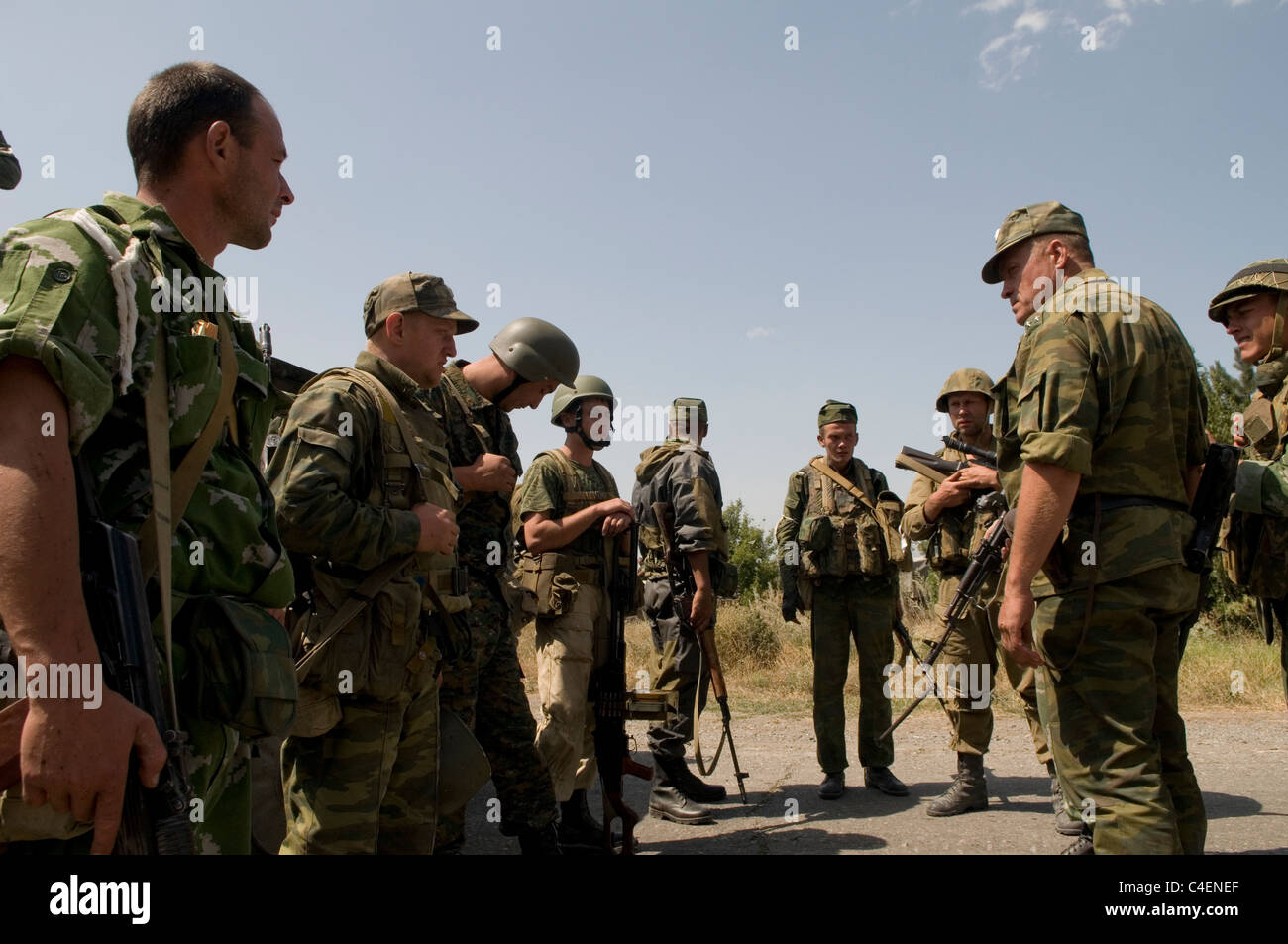 Russian soldiers receive instructions from their commander before entering the city Gori, during the Russo-Georgian - Stock Image