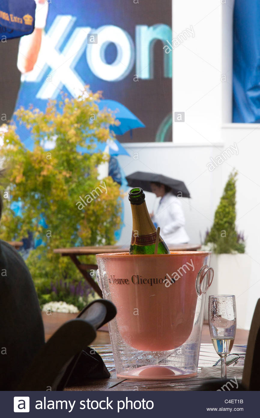 Champagne in the rain at Queens - Stock Image